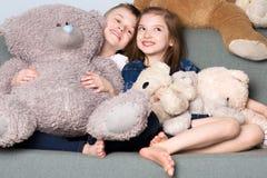 Οικογένεια, αδελφός και αδελφή Ευτυχής να είναι από κοινού στοκ φωτογραφίες με δικαίωμα ελεύθερης χρήσης