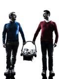 Οικογένεια ατόμων γονέων ομοφυλοφίλων με τη σκιαγραφία μωρών Στοκ Εικόνα