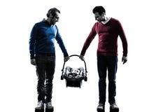 Οικογένεια ατόμων γονέων ομοφυλοφίλων με τη σκιαγραφία μωρών Στοκ Φωτογραφίες
