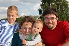 οικογένεια δύο παιδιών