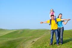 οικογένεια ευτυχής υπ&alp στοκ εικόνες