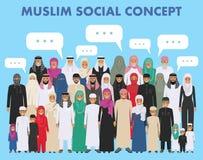 Οικογένεια και κοινωνική έννοια Αραβικές γενεές προσώπων στις διαφορετικές ηλικίες Νέα και παλαιά μουσουλμανική στάση ανθρώπων ομ Στοκ Φωτογραφία