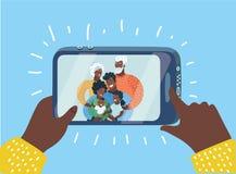 Οικογένεια μαύρων που παίρνει μια φωτογραφία selfie απεικόνιση αποθεμάτων