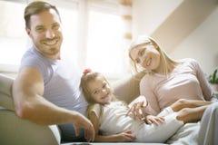 Οικογένεια με ένα παιδί Ημέρα για τη διασκέδαση στοκ εικόνες