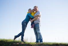Οικογένεια με ένα παιδί τριών ετών στοκ εικόνα με δικαίωμα ελεύθερης χρήσης