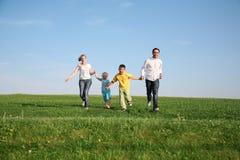 Οικογένεια με τα παιδιά Στοκ Φωτογραφίες