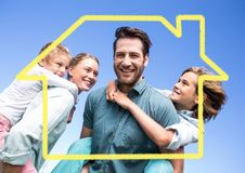 Οικογένεια με την εγχώρια περίληψη στο μπλε κλίμα Στοκ Εικόνες