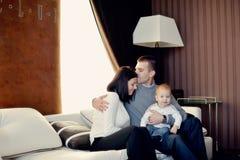 Οικογένεια με το νέο γιο Στοκ Φωτογραφίες