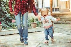 Οικογένεια με το παιδί στοκ φωτογραφίες