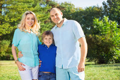 Οικογένεια με το παιδί στοκ εικόνα με δικαίωμα ελεύθερης χρήσης