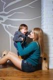 Οικογένεια, μητέρα και γιος Στοκ φωτογραφία με δικαίωμα ελεύθερης χρήσης