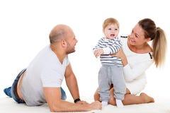 οικογένεια μωρών ευτυχή&sig Στοκ Φωτογραφίες