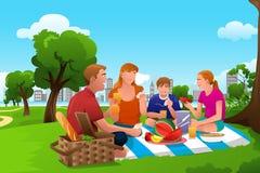 Οικογένεια που έχει ένα πικ-νίκ στο πάρκο διανυσματική απεικόνιση
