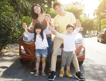 οικογένεια που απολαμβάνει τις διακοπές οδικού ταξιδιού και καλοκαιριού Στοκ Εικόνα
