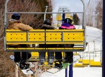 Οικογένεια που οδηγά Chairlift Στοκ φωτογραφία με δικαίωμα ελεύθερης χρήσης