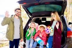 Οικογένεια που πηγαίνει στις διακοπές Στοκ Φωτογραφίες