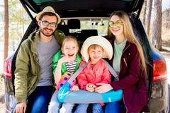Οικογένεια που πηγαίνει στις διακοπές Στοκ Φωτογραφία