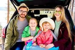 Οικογένεια που πηγαίνει στις διακοπές Στοκ εικόνες με δικαίωμα ελεύθερης χρήσης
