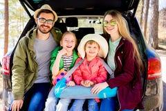 Οικογένεια που πηγαίνει στις διακοπές Στοκ φωτογραφίες με δικαίωμα ελεύθερης χρήσης