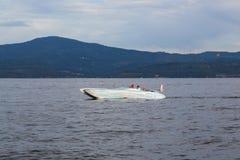 Οικογένεια σε μια βάρκα στη λίμνη Coeur δ ` Alene Στοκ Φωτογραφίες