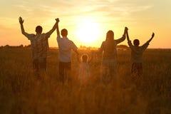 Οικογένεια στον τομέα Στοκ εικόνα με δικαίωμα ελεύθερης χρήσης