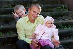 Οικογένεια στο θερινό περίπατο Στοκ Φωτογραφίες