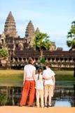 Οικογένεια στο ναό Angkor Wat Στοκ Εικόνες