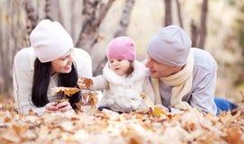 Οικογένεια στο πάρκο Στοκ φωτογραφία με δικαίωμα ελεύθερης χρήσης