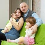 οικογένεια τέσσερα σπίτ&iota Στοκ Φωτογραφίες