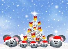 Οικογένεια των ποντικιών στα Χριστούγεννα ελεύθερη απεικόνιση δικαιώματος