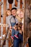 οικογένεια Χριστουγένν&o Μητέρα, πατέρας, μωρό και σκυλί Στοκ φωτογραφίες με δικαίωμα ελεύθερης χρήσης