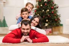 οικογένεια Χριστουγένν&o Στοκ Εικόνα