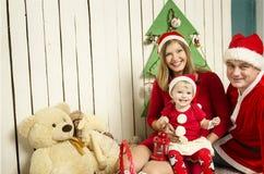 οικογένεια Χριστουγένν&o Στοκ φωτογραφία με δικαίωμα ελεύθερης χρήσης