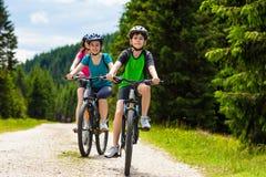 οικογένεια Biking Στοκ φωτογραφίες με δικαίωμα ελεύθερης χρήσης