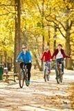 οικογένεια Biking Στοκ Εικόνες