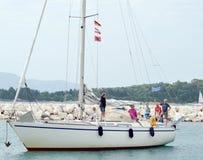 Οικογένεια sailboat στο νησί Ελλάδα της Κέρκυρας Στοκ Εικόνα