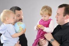 οικογένειες που παίζο&ups Στοκ φωτογραφία με δικαίωμα ελεύθερης χρήσης