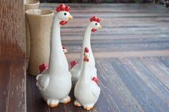 Οικογενειακά κοτόπουλα κεραμικά Στοκ Εικόνες