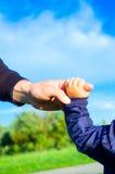 Οικογενειακά χέρια εμπιστοσύνης Στοκ φωτογραφία με δικαίωμα ελεύθερης χρήσης
