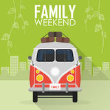 Οικογενειακές διακοπές, αυτοκίνητο με τις αποσκευές Διανυσματική απεικόνιση