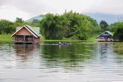 Οικογενειακές διακοπές houseboat στην Ταϊλάνδη Στοκ Φωτογραφία
