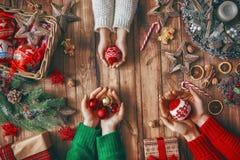 Οικογενειακές παραδόσεις Χριστουγέννων Στοκ φωτογραφία με δικαίωμα ελεύθερης χρήσης