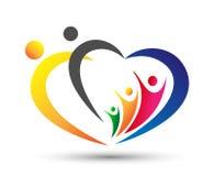 Οικογενειακή ένωση, ευτυχές λογότυπο οικογενειακής προσοχής αγάπης διαμορφωμένο καρδιά στο άσπρο υπόβαθρο στοκ φωτογραφία με δικαίωμα ελεύθερης χρήσης