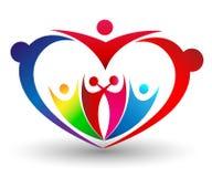Οικογενειακή ένωση σε ένα ζωηρόχρωμο λογότυπο μορφής καρδιών διανυσματική απεικόνιση