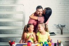 Οικογενειακή αγάπη και έννοια προσοχής Στοκ Εικόνες