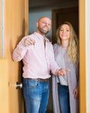 Οικογενειακή είσοδος του καινούργιου σπιτιού Στοκ Εικόνες
