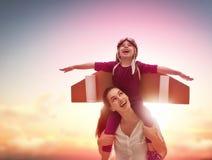 οικογενειακή ευτυχής & στοκ εικόνες με δικαίωμα ελεύθερης χρήσης