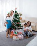Οικογενειακή ημέρα στα Χριστούγεννα στοκ φωτογραφία