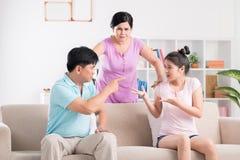 Οικογενειακή πάλη στοκ εικόνες