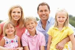 Οικογενειακή συνεδρίαση στα δέματα αχύρου στο συγκομισμένο πεδίο